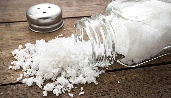 Cách chườm muối nóng để giảm mỡ mặt – Đánh bay nọng cằm hiệu quả