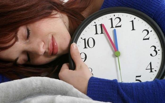 Ngủ nhiều có tăng cân không? Cách loại bỏ thói quen gây tăng cân ngủ nướng hiệu quả
