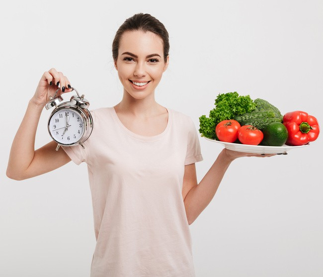 nhịn ăn tối có giảm cân không, nhịn ăn buổi tối có giảm cân không, nhịn ăn tối có giúp giảm cân không, nhịn ăn tối có giảm cân được không, ăn gì bữa tối để giảm cân