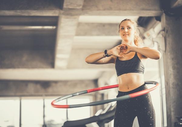 Sự thật về lắc vòng giảm mỡ mà bạn cần biết – Những tác hại của  lắc vòng giảm mỡ